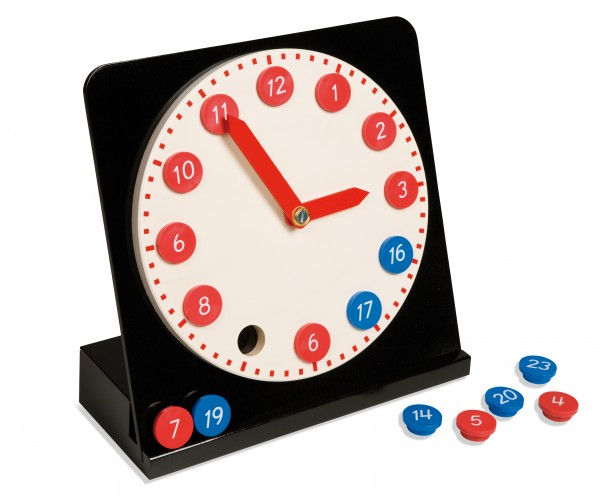 Uhr mit herausnehmbaren Ziffern