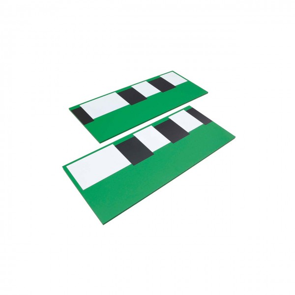 Zwei Bretter mit schwarzen und weißen Feldern (GAM)