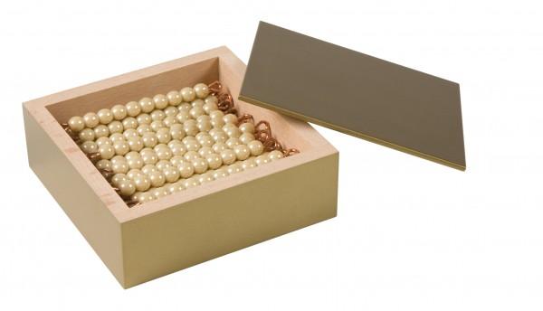 Kasten mit 45 goldenen Zehnerstangen Glasperlen