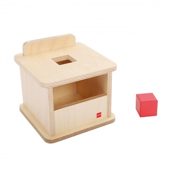 Kasten mit rotem Kubus (GAM)