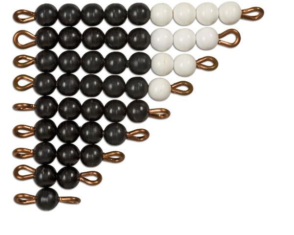 Schwarz-weiße Perlentreppen lose Perlen