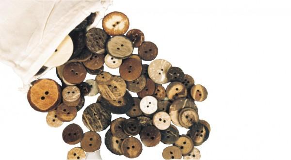 Knöpfe aus Holz und Horn