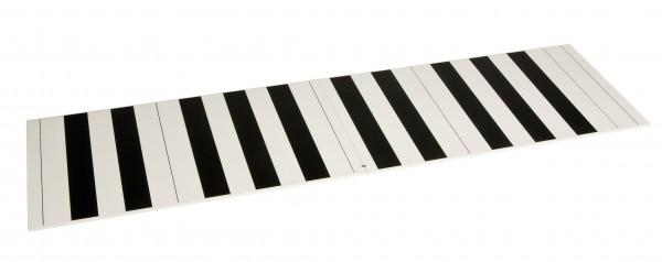 Zwei Bretter mit schwarzen und weißen Feldern